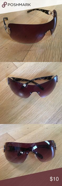 White House Black market sunglasses White House black-market sunglasses. Wraparound style, with tortoiseshell frames and silver colored circular ring accents. Gradient rose/tan colored lenses. Used. If you look closely, There are a few small scratches on the lens, but they do not appear to interfere withvision. All sales final. White House Black Market Accessories Sunglasses