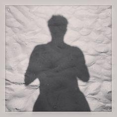 Dag 7: fotografeer jezelf. #selfie #beach #shadow via Instagram/@Ruben Boeren