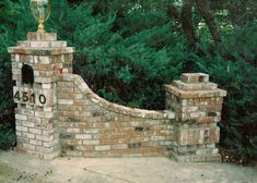 driveway entrance pillars | Entry brick mail box to driveway with saddle to smaller column .