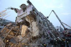 A powerful quake strikes southern Taiwan