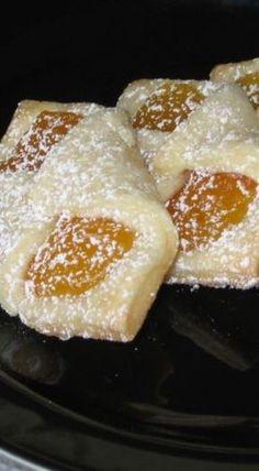 Flaky Polish Kołaczki Cookies Made With Cream Cheese Dough Flaky Polish Kołaczki Cookies - makes 5 dozen Kolaczki Cookies Recipe, Kolachy Cookies, Yummy Cookies, Polish Kolaczki Recipe, Almond Cookies, Chocolate Cookies, Slovak Recipes, Czech Recipes, Köstliche Desserts