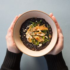 Schwarzer-Reis-Congee mit Huhn