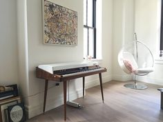 A museum-worthy Rhodes 88 Stage Piano restoration. teach yourself piano. Piano tips learning. Piano Table, Piano Room, Piano Living Rooms, Piano Restoration, Music Studio Room, Electric Piano, Interior Decorating, Interior Design, Mid Century Style