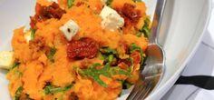 Zoete aardappelstamppot met rucola, zongedroogde tomaatjes en feta - Uit Paulines Keuken