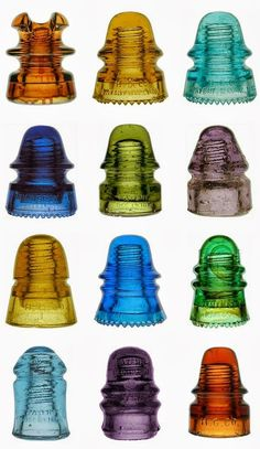 Upcycling ideas with glass insulators – home and garden decorations Upcycled Home Decor upcycling ideas for the home Electric Insulators, Insulator Lights, Glass Insulators, Upcycled Home Decor, Upcycled Vintage, Vintage Art, Vintage Keys, Vintage Jewelry, Repurposed Furniture