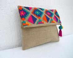 VLiving Boho Vibrant Multicolor Embroidered Kilim Pattern Linen Fabric Moroccan Foldover Clutch x 8 in. Embroidery Bags, Hand Embroidery Designs, Vintage Embroidery, Fabric Bags, Linen Fabric, Cotton Fabric, Foldover Clutch, Envelope Clutch, Clutch Bag