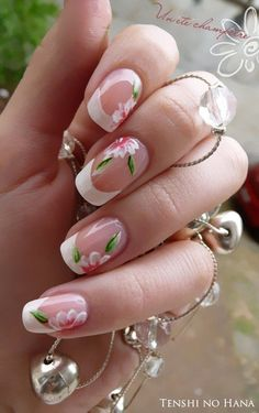 Set the flowers abloom on your nails with this pretty French manicure. Colored with cream as base, the nails are then adorned with flowers in fresh white, salmon and green hues. The nails are then tipped with classic white coating.