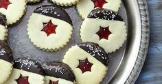 Haniela's: Linzer Cookies-classic Czech Christmas cookies,making them every… Christmas Biscuits, Christmas Baking, Galletas Cookies, Holiday Cookies, Cookie Recipes, Dessert Recipes, Cookie Ideas, Filled Cookies, Czech Recipes
