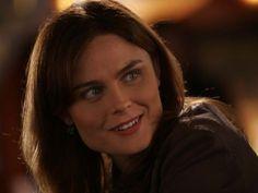 Bones Season 1 Episode 3 - A Boy in a Tree - Emily Deschanel as Dr. Temperance Brennan