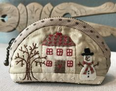 Free pattern @ Lynette Anderson - Little Winter Coin Purse, Thanks so xox ☆ ★ https://uk.pinterest.com/peacefuldoves/