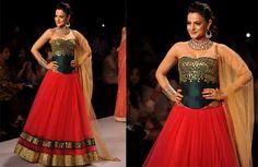 Amisha Patel Latest Fashion Show Photos http://www.thatsgoofy.com/amisha-patel-latest-fashion-show-photos/