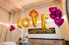 Folienballons LOVE als Deko zur Hochzeit