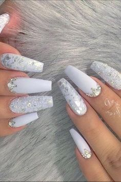 Nail Art Trends 2018 - Most Trending Nail Art Designs in 2018 Cute Acrylic Nail Designs, Best Acrylic Nails, Nail Art Designs, White Acrylic Nails With Glitter, White And Silver Nails, Christmas Acrylic Nails, Silver Nail Art, White Nail Art, Holiday Nails