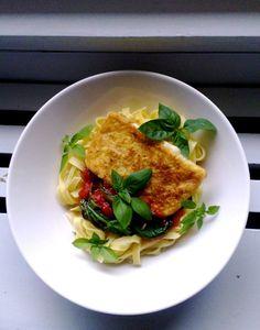 Saganaki -Vehnäjauhopaneroidusta juustosta saa helposti ruokaisuutta salaatteihin, pienempinä paloina tarjoiltuna pikkusuolaista illanistujaisiin, tai vaikkapa vaiht