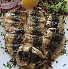 Σαρδελες γεμιστές στα κάρβουνα. Συνταγή από το Βόσπορο και την Πόλη με τα 110 διαφορετικά είδη ψαριών. Απλές και γευστικές οι φρέσκες σαρδέλες αποδεικνύουν ότι δεν αξίζει κανείς μα κανείς να τις περιφρονεί... Greek Recipes, Light Recipes, Cyprus Food, Fish And Seafood, Seafood Recipes, Food And Drink, Pork, Appetizers, Tasty