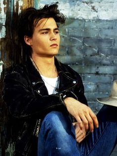 Johnny Depp young and hot. Reminds me of what's eating Gilbert's grapes!