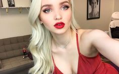 """Is it just us or does Dove Cameron seriously resemble her Hairspray Live! and Descendants mom Kristin Chenoweth in this stunning selfie? But seriously, she looks like an absolute vision. """"amazing day on set w @kiranasrat i love you forever 💋,"""" she captioned the photo, tagging makeup artist Kira Nasrat."""
