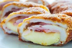 Air Fryer Chicken Cordon Bleu - make your own, homemade chicken cordon bleu and cook it in the air fryer for a healthier version to this popular dish! Informations About Air Fryer Chicken Cordon Bleu Frango Cordon Bleu, Chicken Cordon Blue, Romanian Food, Air Fryer Recipes, Recipe Collection, Fondue, Chicken Recipes, Chicken Meals, Breakfast Recipes