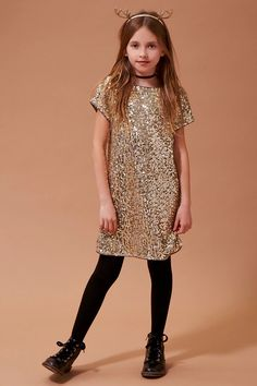 Forever 21 Girls - A short-sleeved shift dress featuring an allover sequined design, a curved hem, and an exposed back zipper. Club Outfits For Women, Stylish Dresses For Girls, Kids Outfits Girls, Girls Fashion Clothes, Tween Fashion, Stylish Kids, Little Girl Dresses, Girl Outfits, Girls Dresses