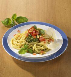 Unser beliebtes Rezept für Spaghetti mit Basilikumpesto und Tomate (kalorienarm) und mehr als 55.000 weitere kostenlose Rezepte auf LECKER.de.