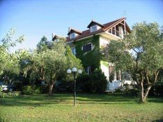 Villa Georgina B&B Korakohori Surrounded by orange and olive groves in Korakohori, the charming Villa Georgina features rooms and studios and provides excellent hospitality, 500 metres from the beautiful Ionian Sea. It features an outdoor pool and multilingual library.