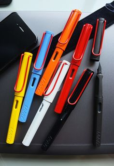red clip Lamy Fountain Pen, Fountain Pen Nibs, Sailor Pens, Bullet Pen, Art Mat, Fine Pens, Pen Collection, Stationery Pens, Best Pens