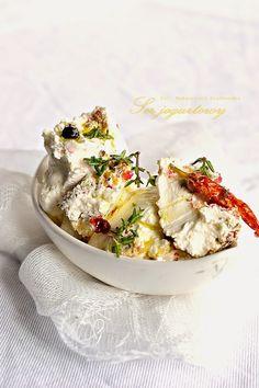 Labneh - ser z jogurtu z młotkowanym pieprzem, chili, tymianem i oliwą