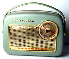 A Nordmende Transita radio Radio Record Player, Record Players, Color Television, Retro Radios, Transistor Radio, Prop Design, Retro Futuristic, Mid Century Design, Jukebox
