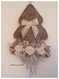 Albero shabby  chic in lana cotta con rose e pizzi