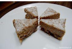 Fotorecept: Kokosovo-orechové raw trojuholníky Raw Food Recipes, French Toast, Cheesecake, Coconut, Bread, Baking, Breakfast, Desserts, Yum Yum
