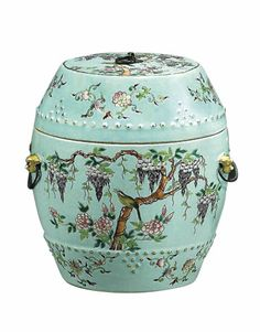 Garden stools have come indoors and they're more colorful and fun than you can imagine. Asian Furniture, Chinese Furniture, Oriental Furniture, Plywood Furniture, Furniture Design, Chinese Drum, Kitsch, Ceramic Stool, Oriental Decor