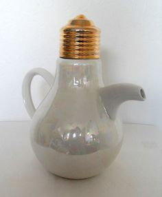 Vintage Swineside Light Bulb Teapot. www.teacampaign.ca Source: see below.