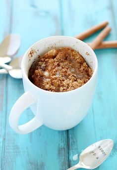 If you'd like to eat an entire batch of coffee cake for breakfast, this is the recipe for you! This One-Minute Coffee Mug Cake is an easy and healthy breakfast anyone can make. Mug Recipes, Coffee Recipes, Bisquick Recipes, Coffe Mug Cake, Breakfast Recipes, Dessert Recipes, Breakfast Muffins, Breakfast Smoothies, Savoury Cake