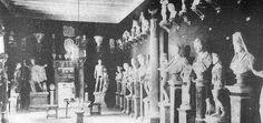 Fotografía de archivo de una de las salas de escultura del museo Raixa a finales del siglo XIX.