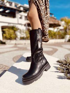 Stivali Donna Traforati Neri in Pelle con Fondo Platform - KikkiLine Black Boots, Biker, Shoes, Fashion, Moda, Zapatos, Shoes Outlet, Fashion Styles, Shoe