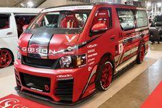 GIBSON(ギブソン)カスタムハイエース  GRAFAM Gren GT  ベース車両:TOYOTA   4型200ハイエース標準ボディーMT  エアロ:GRAFAM Gren (グラファム グレン)  ホイール:CAMYURA  東京オートサロン2017出展車両