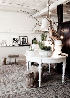 Elegant white and green planters - winter inspiration .., love the table!