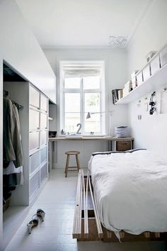 Insanely Bedroom Storage Ideas - To make this happen, you can start by changing the bedroom storage. Here are some bedroom storage ideas for your home Tiny Bedroom Design, Small Room Design, Tiny Bedroom Storage, Small Apartments, Small Spaces, Home Bedroom, Bedroom Decor, Modern Bedroom, Master Bedroom