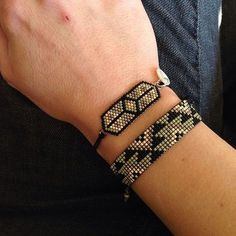 Ensemble kaki , avec un essai de bracelet en #brickstitch . Qu en pensez -vous ? #miyukiaddict #miyuki #jenfiledesperlesetjassume #faitmain #handmade #brickstich #brickstitch #bracelet #kaki #faitmain #perles #perlesandco #perlesaddict #kaki #noir #madeinfrance #madewithlove #peaudanne #alittlemarket