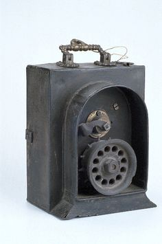 Gunpowder-charged clockwork exploding bird scarer, 1847.MHS, Oxford: Clockwork Bird Scarer, by John Gillett, Brailes, Warwickshire, c.1847 (IRN 7142, Inventory number 34871) Museum of the History of Science, Oxford.