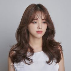 Perm style with atmosphere that goes well with autumn weather _ BREEZE _ Breeze Firm : Rough with airy feeling . Korean Hair Color Brown, Korean Long Hair, Brown Hair Colors, Hair Korean Style, Medium Hair Styles, Curly Hair Styles, Love Hair, Green Hair, Bridesmaid Hair