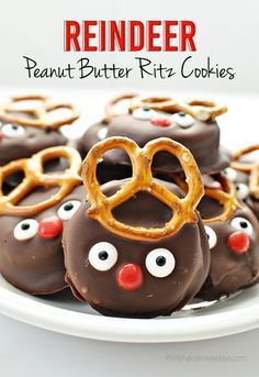 Super easy and fun reindeer peanut butter Ritz holiday cookies - try these out! And you can make them with kids too.