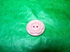 """(1) - 7/8"""" FLORAL DECOR COLT PINK PLASTIC 2-HOLE BUTTON - VINTAGE Lot#NL957"""