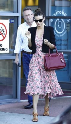 Miranda Kerr: Sunny Friday with Flynn!: Photo Miranda Kerr leaves David Jones in a cute sundress and sunglasses with her little boy Flynn on Friday (August in Sydney, Australia. Celebrity Look, Celebrity Dresses, Miranda Kerr Street Style, Looks Pinterest, Star Fashion, Womens Fashion, Classic Fashion, Fashion 2017, Street Fashion