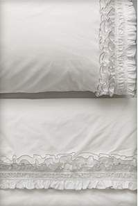 Adore these sheets. Would look great with a yellow bedspread.