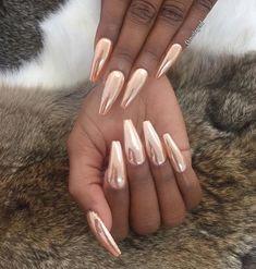 21 Chrome nails - From mirror nail polish to acrylic nail art ideas - The most beautiful nail models Rose Gold Nails, Metallic Nails, Acrylic Nails Chrome, Gold Chrome Nails, Copper Nails, Pretty Nail Colors, Pretty Nails, Nails Ideias, Hair And Nails