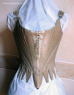 Abiti Antichi- 1775-1780 corset (front)