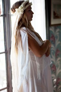 Jemima Kirke the ultimate bohemian bride pregnant and in vintage with a handmade flower crown and her moms beach sarong as a veil Gossip Girl, Mode Inspiration, Wedding Inspiration, Jemima Kirke, Stone Fox Bride, Gypsy, Dream Wedding, Wedding Day, Chic Wedding