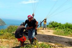 Paragliding course Montañita Ecuador You can learn to fly paraglider in our school with a certified instructor.