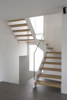 Glass Stairs Design, Home Stairs Design, Home Interior Design, House Design, Timber Stair, Modern Stair Railing, Modern Stairs, Polished Concrete Tiles, House Staircase